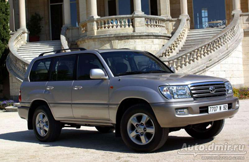 Toyota Land Cruiser 100. Высечен в граните